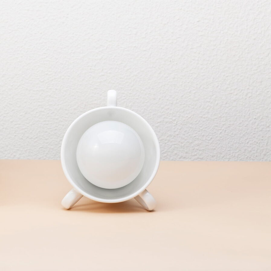 Ceramic lamp like a tea cup by Vicara at Apaixonarte