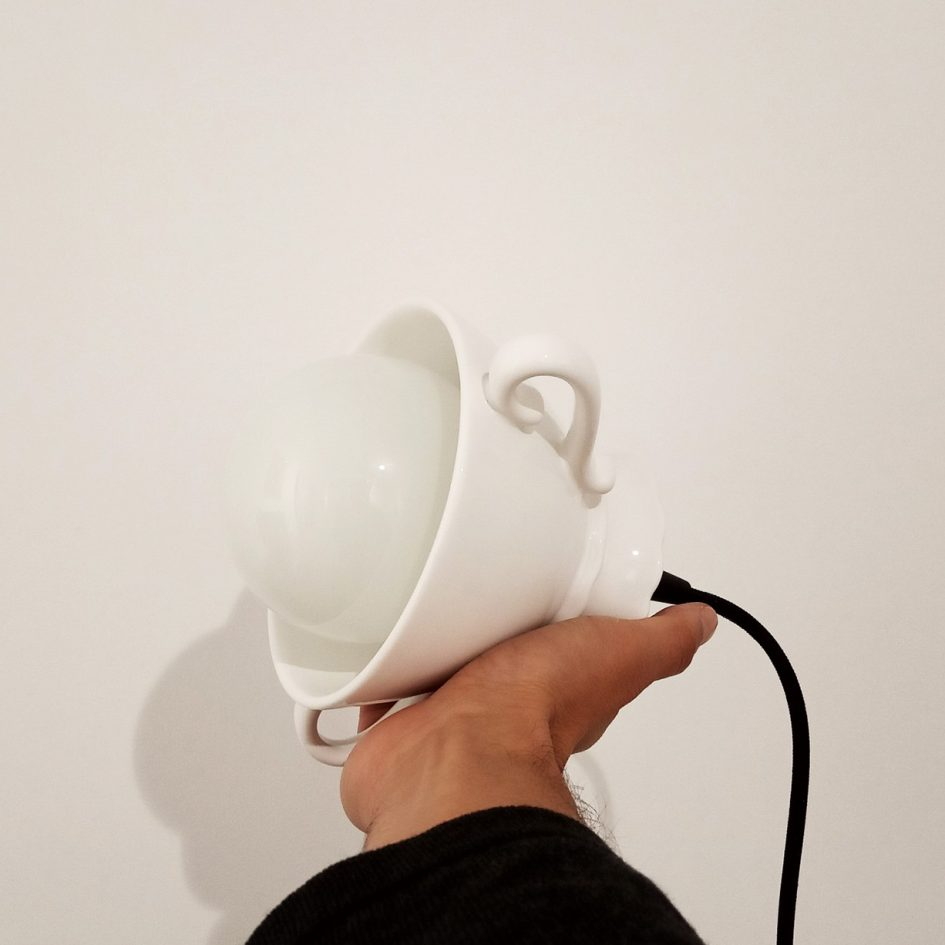 Ceramic lamp like a tea cup by Vicara at Apaixonarte