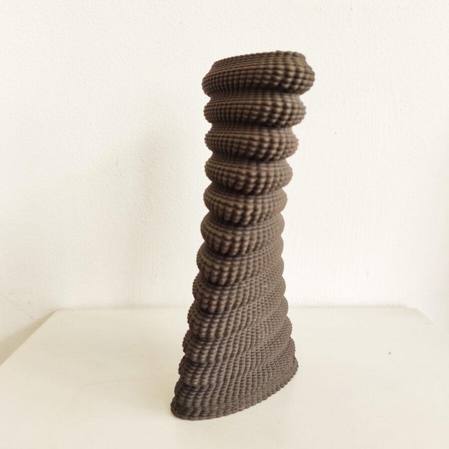 jarra cinza feita em impressora 3d de porcelana