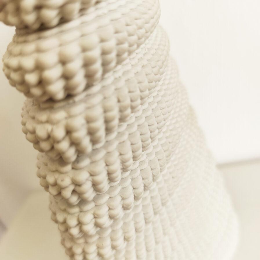 jarra branca feita em impressora 3d de porcelana